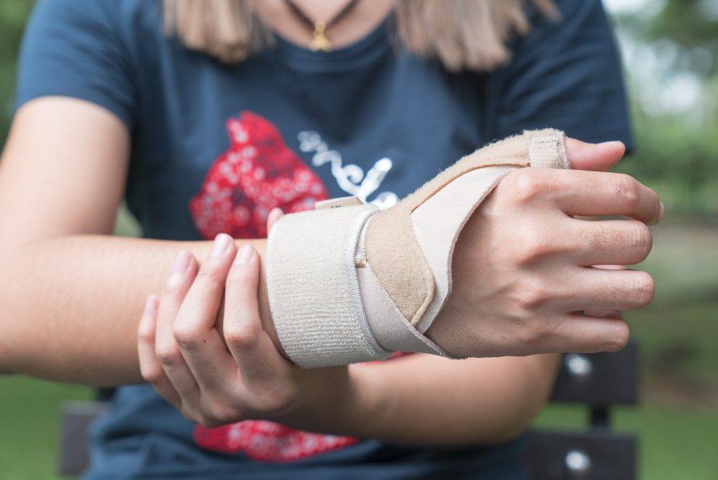 Woman showing her wrist splint