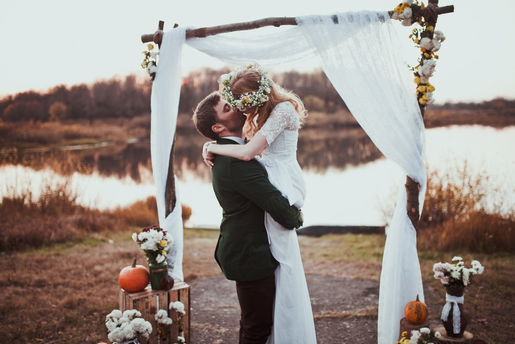 wedding photograph outdoor setting