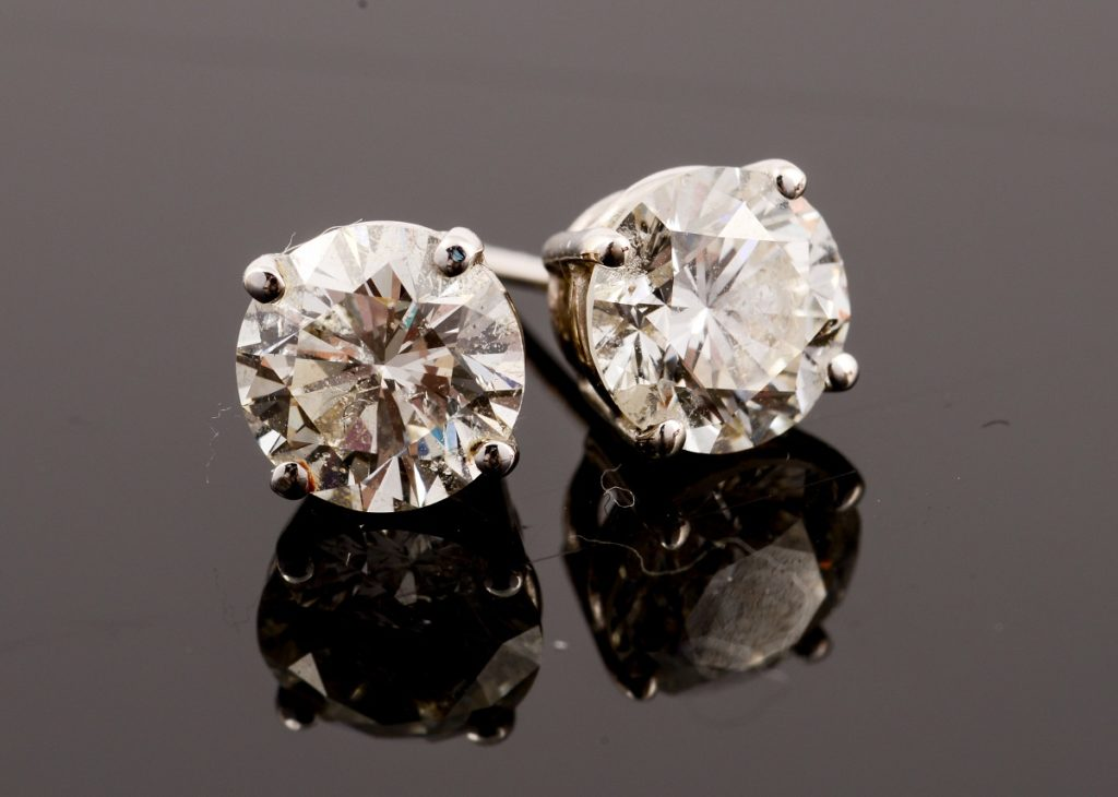 pair of stud earings