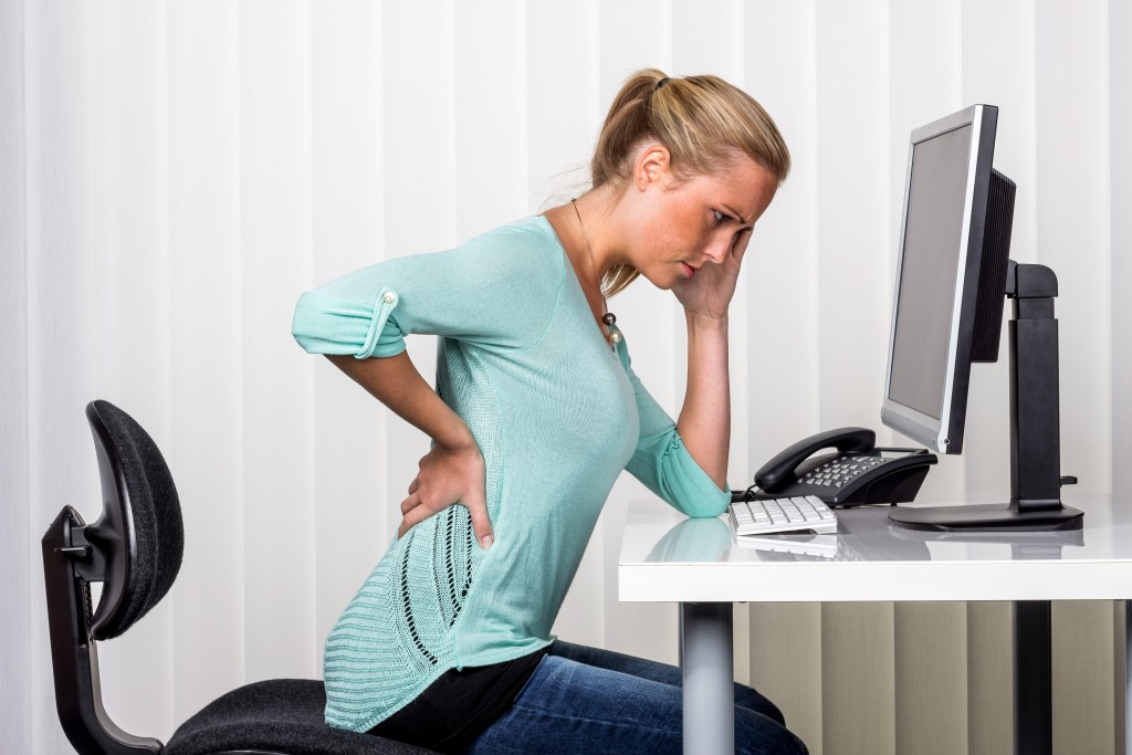 woman having pain on her hip