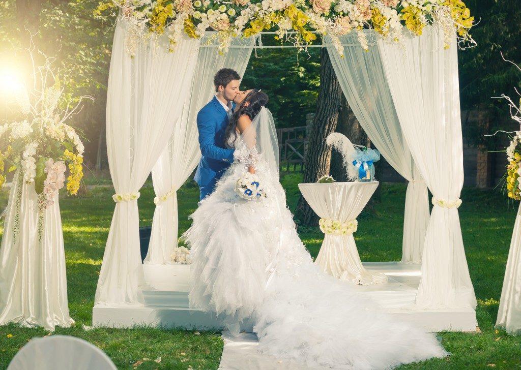 groom and bride kidding on a platform